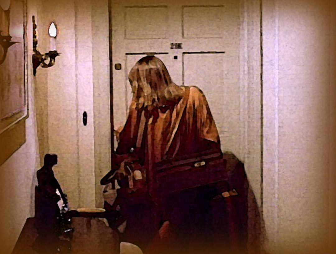 Catherine locking her apartment door with suitcases hung from her shoulders